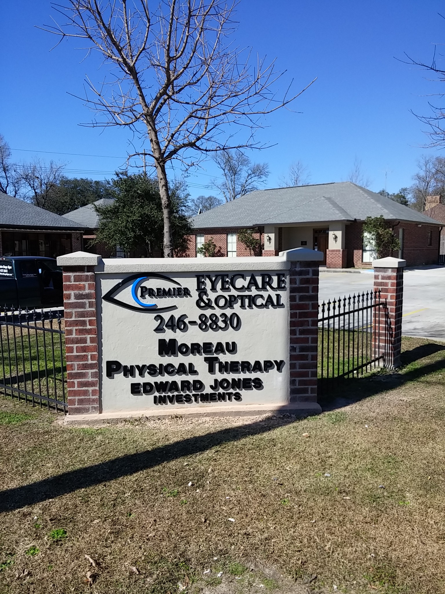Premier Eye and Optical, Moreau Physical Therapy, Edward Jones Investments Non Lit Letters - Greater Baton Rouge Signs